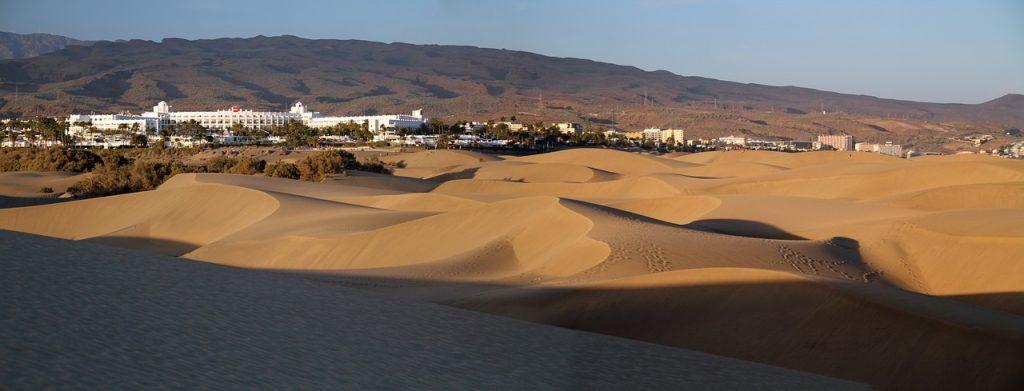 Vista de Maspalomas, lugar de interés turístico cercano a Palmitos Park